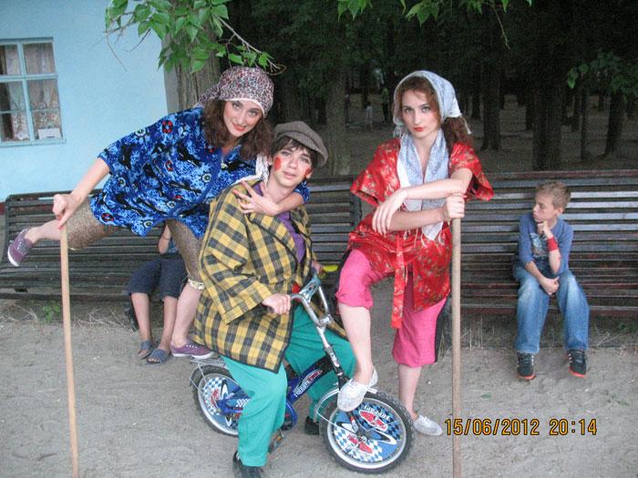 СОТРУДНИКИ детского оздоровительного центра ЛIСОВА ПIСНЯ
